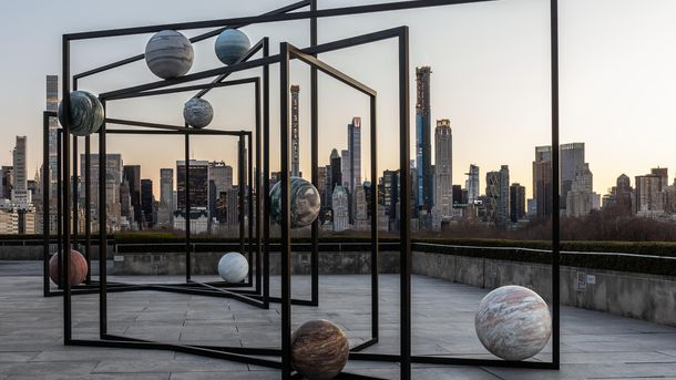 Alicja Kwade. The Roof Garden Commission: Alicja Kwade, ParaPivot. Installation view, The Metropolitan Museum of Art, 2019. Courtesy of the artist; 303 Gallery, New York; KONIG GALERIE, Berlin/London; and kamel mennour, Paris/London. Image credit: The Metropolitan Museum of Art, Photo: Hyla Skopitz